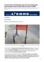 L'Ajuntament de Roquetes denuncia les destrosses que ha patit el banc pintat amb els colors LGTBI.