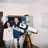 Sr. Jordi Seguí i la Sra. Dora Fuentes, monitors de cursos d'astronomia,al pavelló astronòmic de l'Observatori de l'Ebre a Roquetes