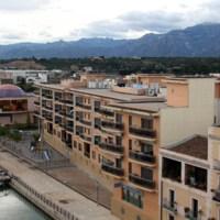 Panoràmica del Canal i l'Ajuntament de Roquetes