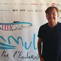 Ignasi Blanch signa la imatge de Mulla't per l'Esclerosi Múltiple.