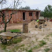 Denunciades tres persones per aixecar un habitatge en terreny no urbanitzable a Roquetes.