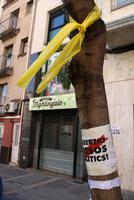 """La Junta Electoral de Tortosa dona 24 hores als alcaldes per retirar """"distintius partidistes"""" dels espais públics."""