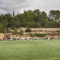 Endarreriment en la instal·lació de la gespa artificial del municipal de Roquetes.