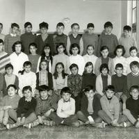 Alumnes del Col·legi Menéndez Pelayo de Roquetes amb el professor Joaquin Castellà.