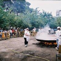 Paella a l'Hort de Cruells cuinada per Jordi Curto i la seva colla.