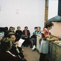 Demostració de cuina a càrrec de Victoria Sánchez a la Llar de Jubilats i Pensionistes de Roquetes