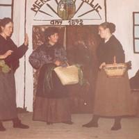 Representació teatral a càrrec dels alumnes del Col·legi Mestre Marcel·lí Domingo, a la Lira de Roquetes